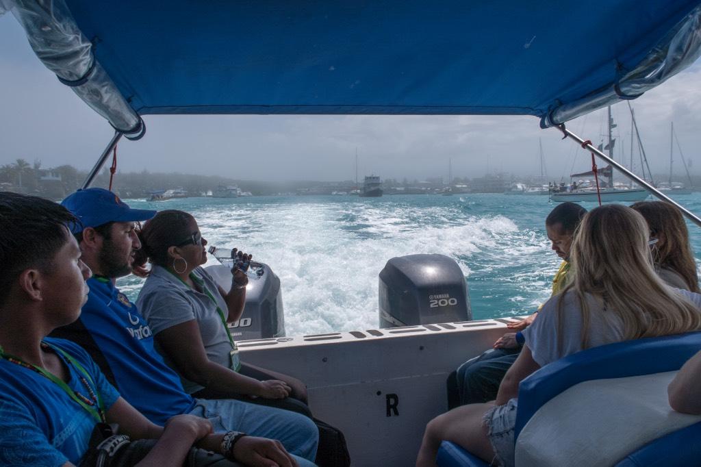 Afgeladen-boten-Galapagos