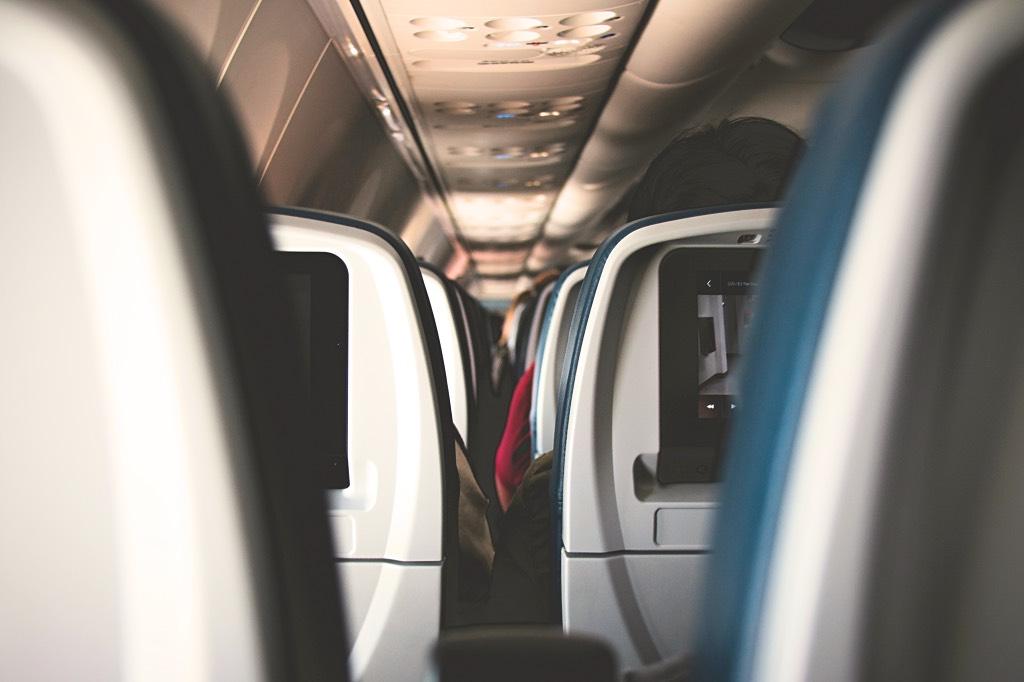 10 tips die jouw lange vlucht aangenamer maken