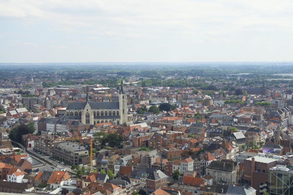 Uitzicht-vanaf-de-Sint-Romboutstoren-in-Mechelen