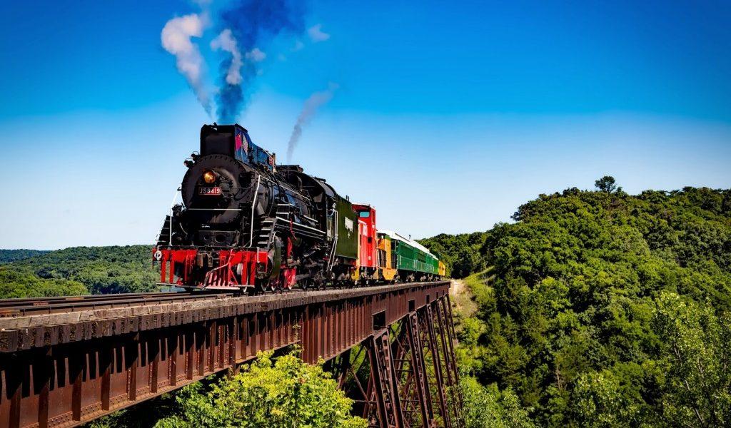 het-eiland-java-ontdekken-met-de-trein