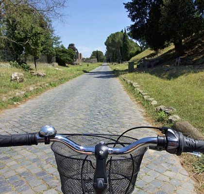 fietsen over de via appia in rome