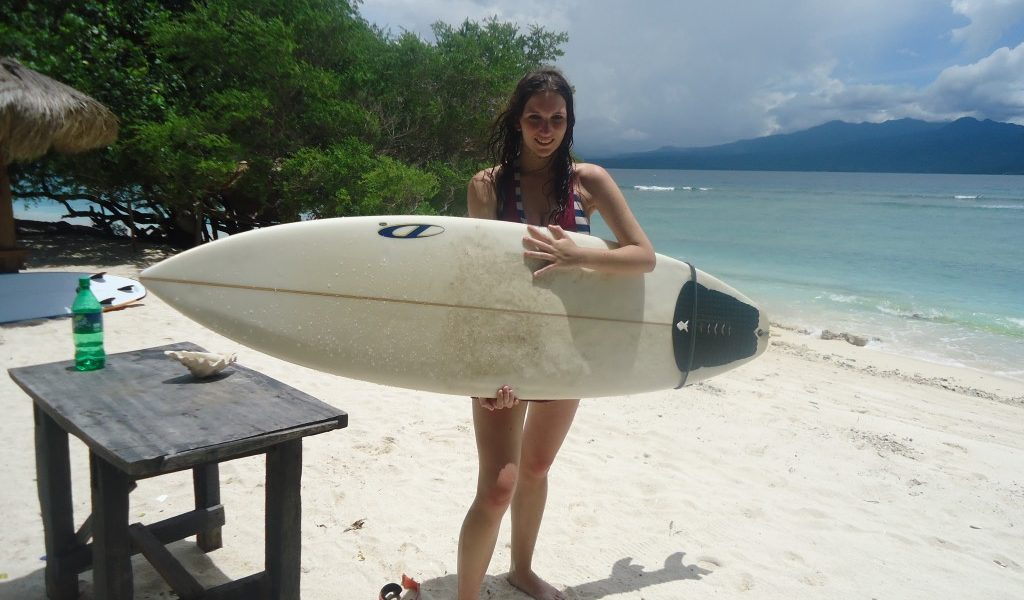 jessica surfen in indonesie