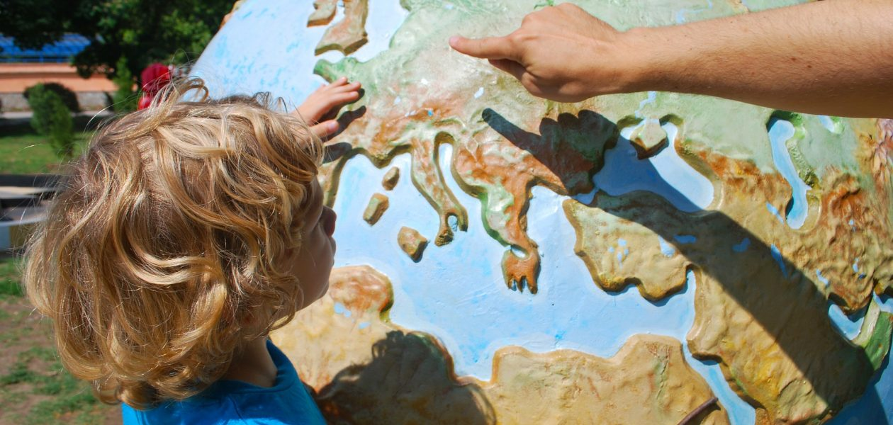reizen met kleine kinderen wereldbol
