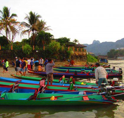 vang vieng laos boot rivier redenen om laos te bezoeken